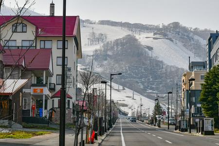 北海道の倶知安町で住宅地、商業地の上昇率がともに全国1位なった。