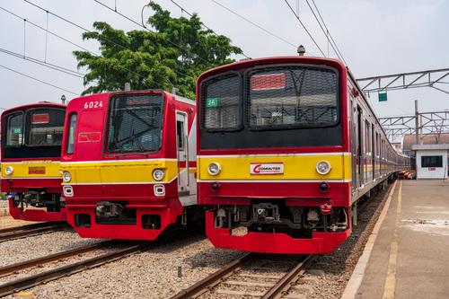 インドネシアでは鉄道網の整備とそれにともって住宅地の一体開発が進むという。(※画像はイメージです/PIXTA)